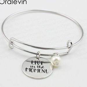 Jewelry - Live in the Moment Silver Bangle Bracelet B7